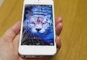 液晶画面が粉砕したiPhone