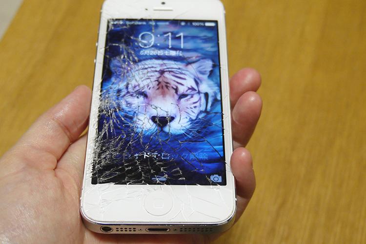 液晶画面が粉々のiPhone